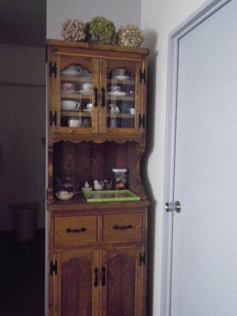 カントリー家具カップボード