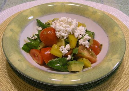 トマトとアボカドのサラダ アンチョビドレッシング