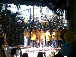 ステージの子供たち