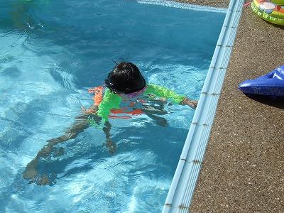 水中に潜っているお姉ちゃん