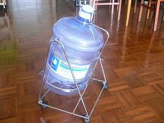 飲料水のタンク