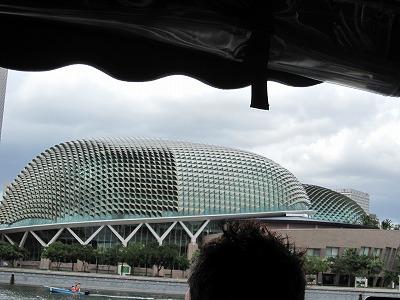 ドゥリアンの形の建物
