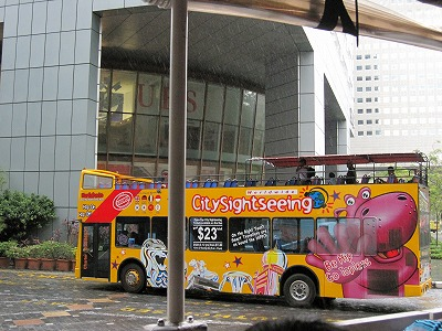 ヒッポ ツアーのバス