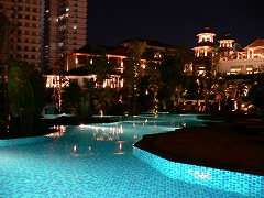シェラトンホテル プールの夜景