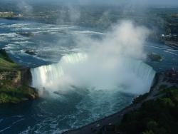 6 滝アップ カナダ.jpg