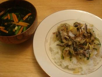 2 オイルサーディン丼とスープ.jpg
