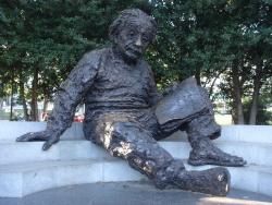 831 アインシュタイン博士記念像.jpg