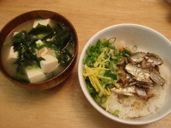 20 オイルサーディン丼とおみそ汁.jpg
