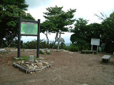 ポンポン山の山頂.JPG