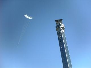 クロスランドタワーと大型凧