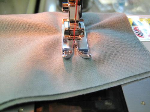 ニットを縫います