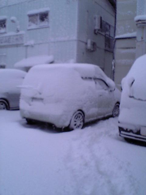 車が雪だるま