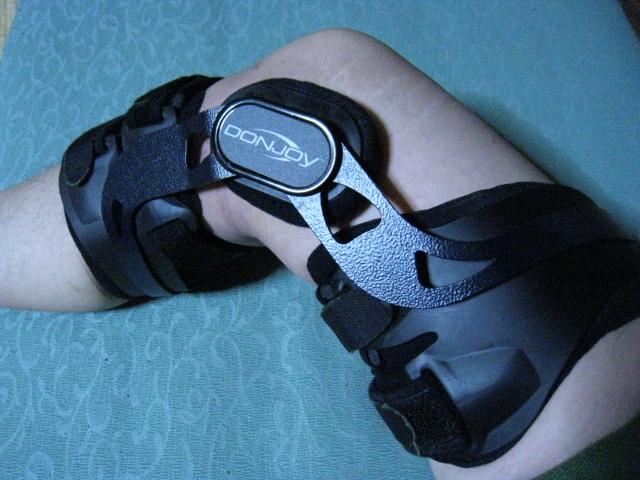 装具 ドンジョイ 後十字靭帯(PCL)と内側側副靭帯(MCL)の断裂からの復帰