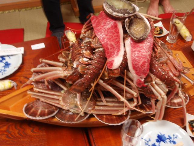 海老の上に肉とあわび
