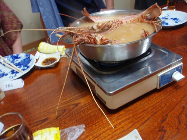 鍋からはみ出る海老