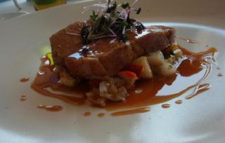 エピス漂う九州産黒豚のコンフィ 酸味の効いた野菜と貝のフリカッセと共に