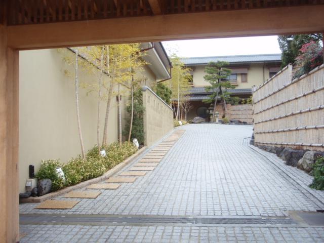 嵐月ー門から玄関