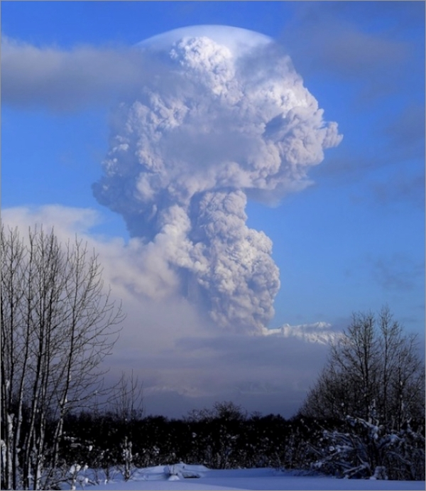 sheveluch-eruption-1230a.jpg
