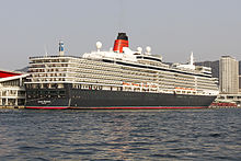 Queen_Elizabeth_ria_at_kobe_port.jpg