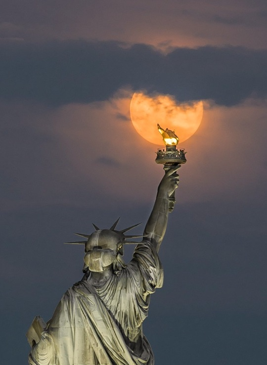 statue-of-liberty-and-fm.jpg