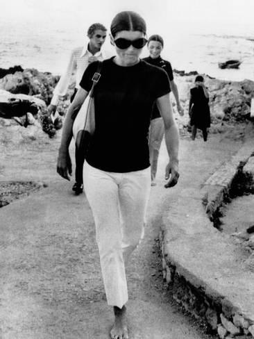 jacqueline-kennedy-onassis-on-vacation-in-capri-italy_a-G-9360411-8363144.jpg