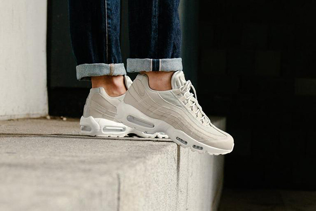 NIKE-AIR-MAX-95-ESSENTIAL-PALE-GREY-PALE-GREY-SUMMIT-WHITE-749766-020-5228-WEB-SoleHeaven_768x768.jpg