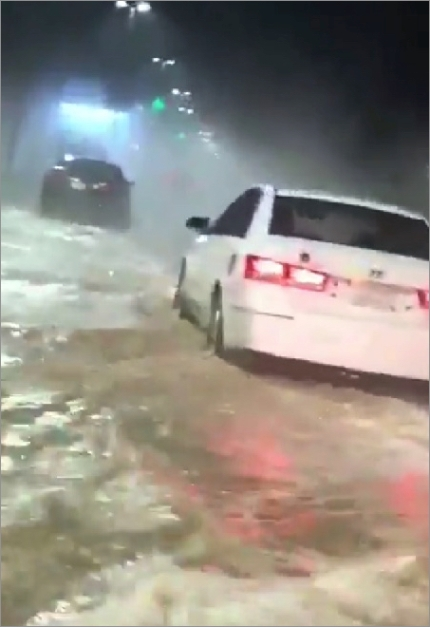 hail-flood-sa1204cars.jpg