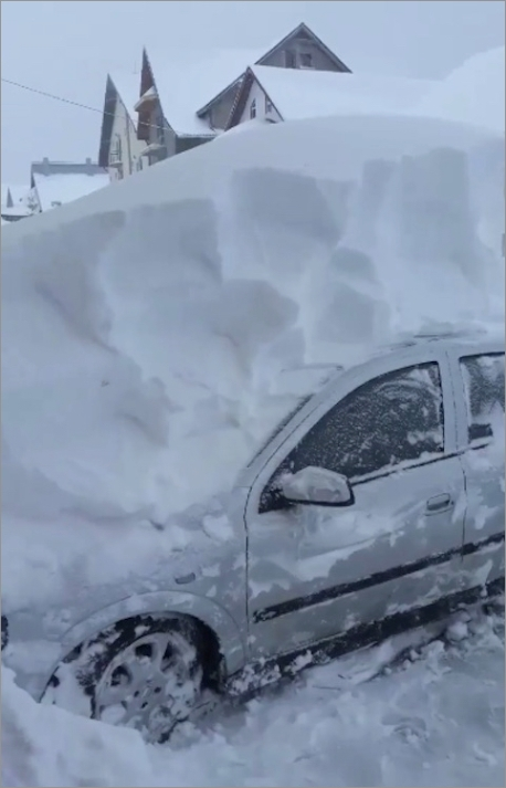 romania-snow-car01.jpg