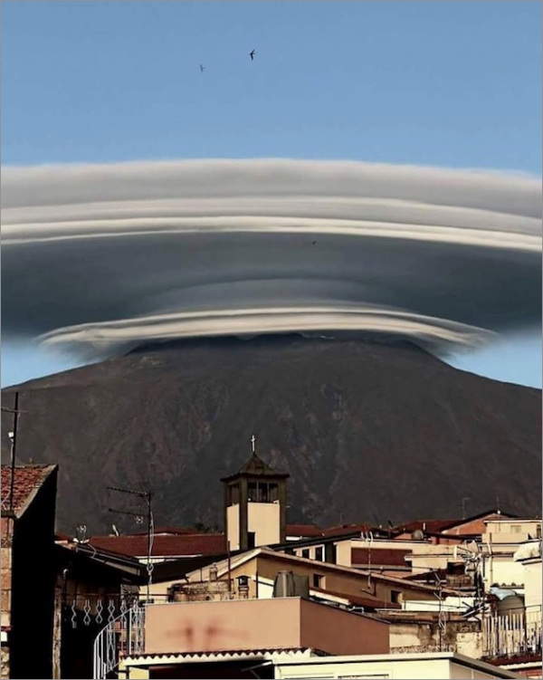 etna-clouds-amazingly.jpg