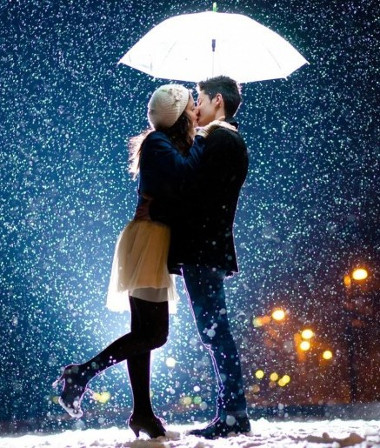 Love-couple-kissing-the-snow-romantic-couple-wallpapers-915x515.jpg