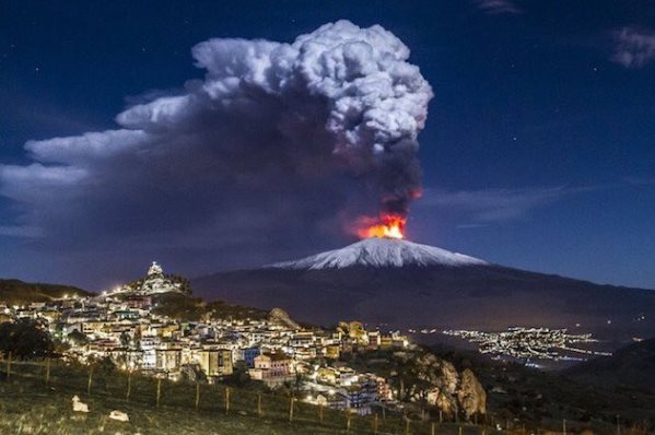 etna-night-eruption1224.jpg