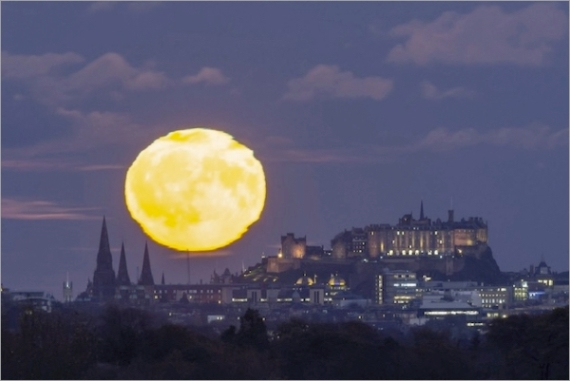 moonrise-edinburgh-1024.jpg