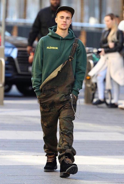Justin-Bieber-Flaneur-hoodie-Louis-Vuitton-Supreme-overalls-Off-White-boots.jpg