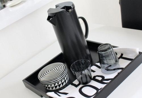 透けない真っ白 真っ黒 生活感のないピッチャー ジャグ 夏の冷茶用ウォーターピッチャー ダネット WAGAYA (わがや) 暮らし デザイン インテリア モダン テーブルウェア .jpg