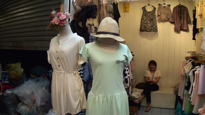 20-35-261 女性服.JPG