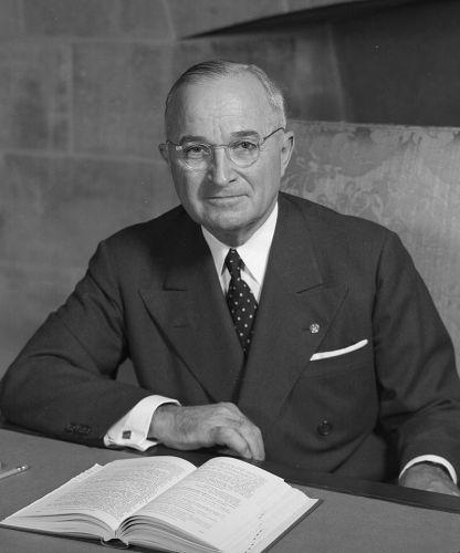 800px-Harry_S_Truman_-_NARA_-_530677_(2).jpg