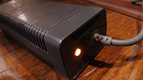 ACアダプターのランプがオレンジ点灯<br />