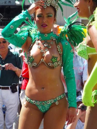 サンバカーニバルなら盗撮しまくれる素人ダンサー …