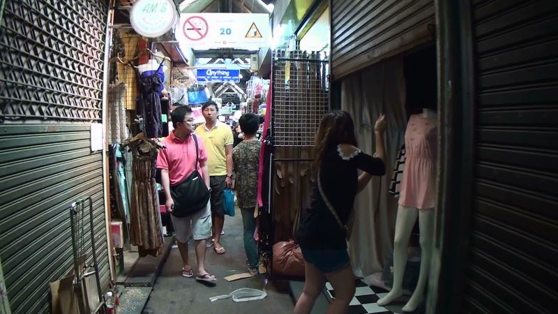 20-83-200 右側 女性服.JPG