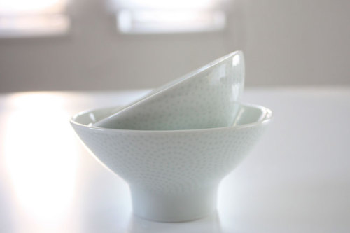 NIKKO(ニッコー) 伝統のある小紋を現代のデザインに 少し青みのある青磁にやさしい曲線 使いやすく上品な茶碗 WAGAYA (わがや) 我が家の食器 茶碗 親子で揃えられる上品な茶碗 .jpg