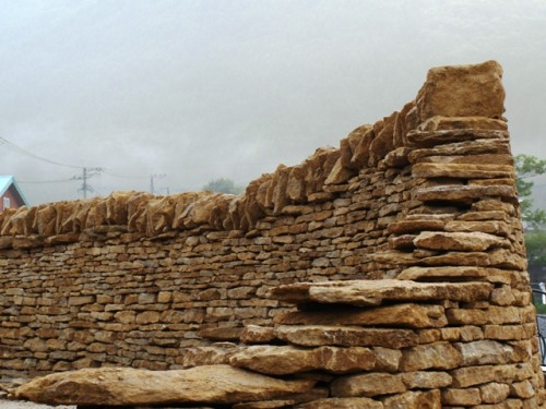 201208 Cotswold dry walling in Yufuin 2.JPG
