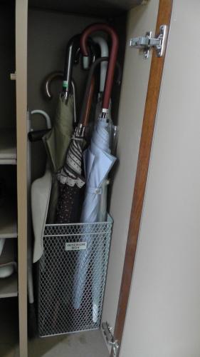 これまで使っていた傘立てはシューズボックス内に