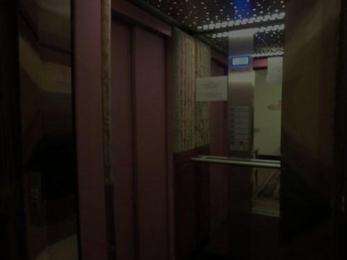 CIMG1576エレベーター内部.JPG