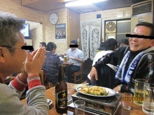 IMG_1859談笑するおじたち.jpg
