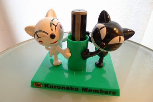 クロネコ・シロネコ印鑑立て2.JPG