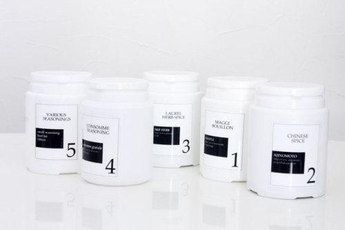 シンプルでお洒落な白黒容器.jpg