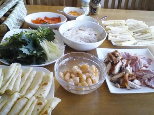 今日の料理教室。<br /> メニューは春餅(チュンピン)です。<br /> 手巻き寿司感覚で、好きなものを巻いて食べます。美味!
