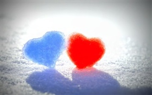 Winter-snow-blue-and-red-love-heart_s.jpg