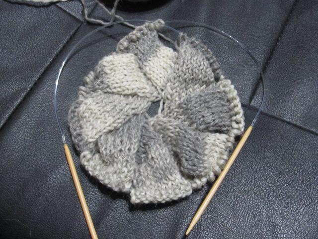 棒針編みでふんわりベレー帽♡編み方・無料編み図 – Handful[ハンドフル] | 編み 図 | 子供 ニット帽