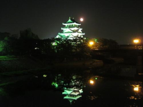 1写真 城と月1.JPG